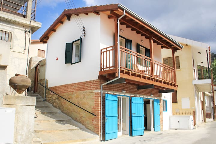 Α.Ν. Η ΠΛΑΤΕΙΑ - Oikos - Apartment