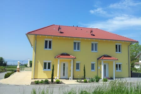 Toskana Villa Bodenseeblick-behindertengerrecht - Stetten