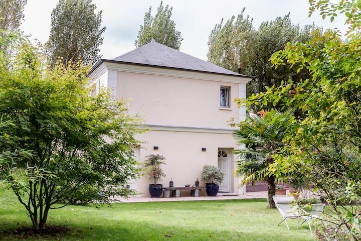 2 pièces dans un Parc privé - Rueil-Malmaison