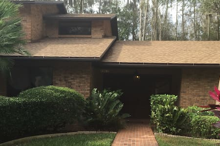Large Luxury Retreat House 2 Minutes from Tampa - Tampa - Casa