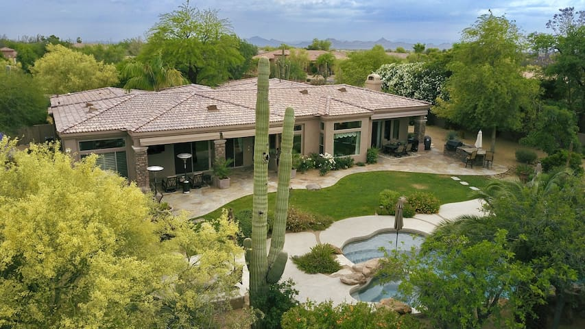 Luxury 4-BR Home/Perfect for Family & Entertaining