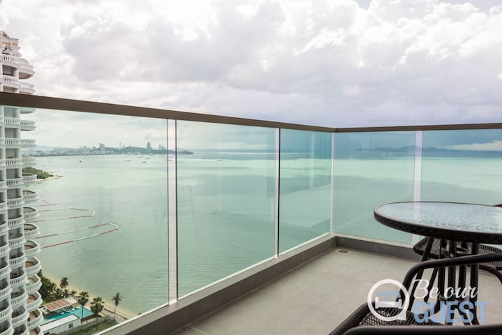 Pattaya bay terrific sea view from your South facing balcony in a 5* luxury beachfront condo @ 32 floor