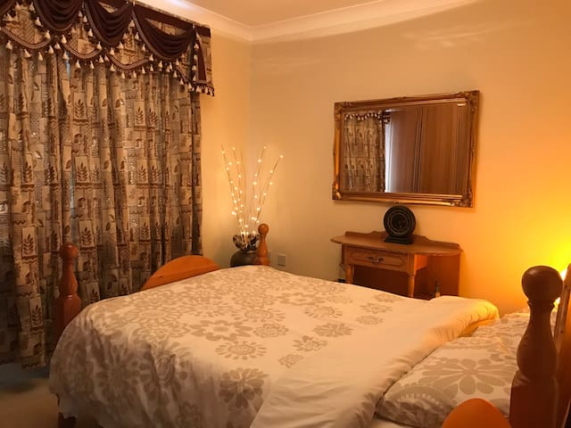 Elegant and Comfortable 2 Bedrooms - 戈爾韋