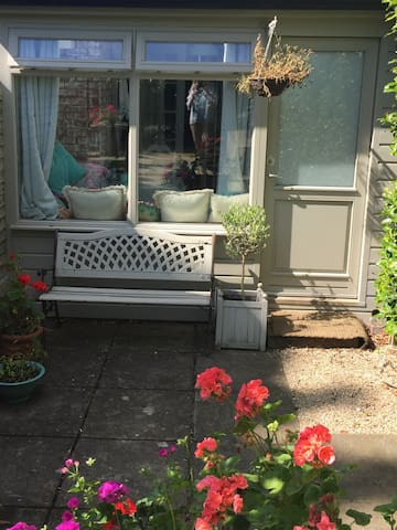 Charming self-contained studio in Dalkey.