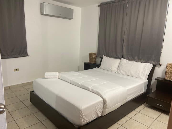 3 habitaciones con Aire Acondicionado y 2 baños