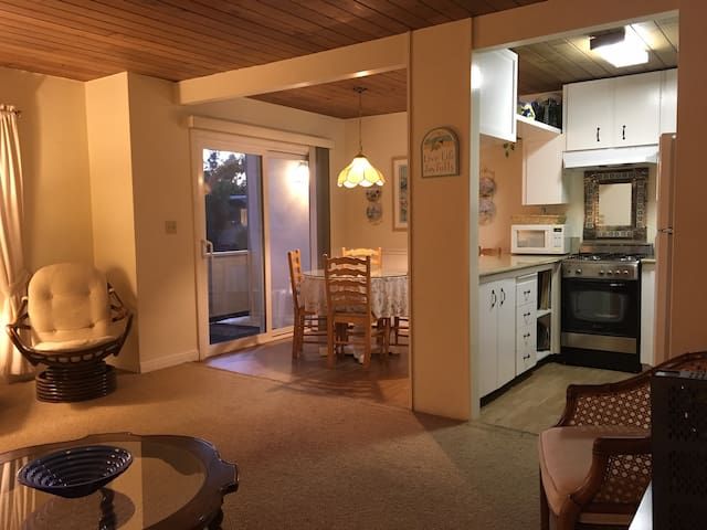 Seashell Suites Unit 15 - 1 Block from the Beach! - Carpinteria - Apartment