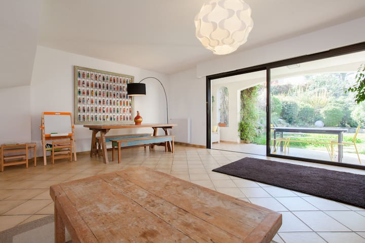 Villa on La Croix des Gardeshill