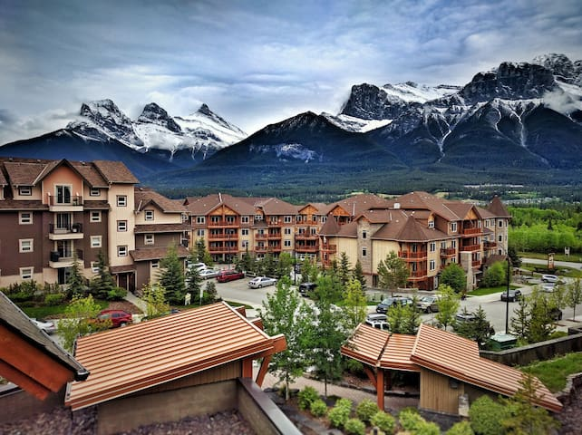 Mountain view, 2 Bedroom Condo in 5-star Resort