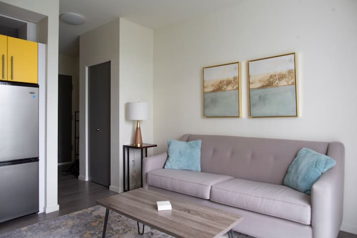 Modern & Stylish Ballard Apartment - 5th Floor 1Br