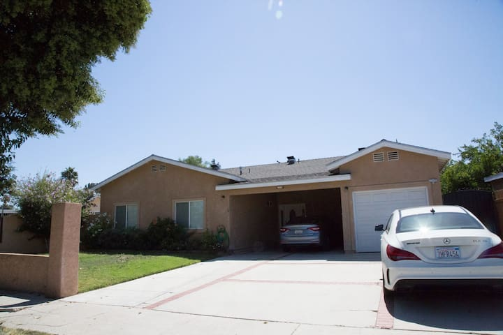 A home at the heart of RESEDA, 1 Room