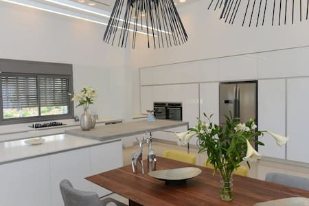 LUXURIOUS BEACH PENTHOUSE VACATION HOME - Ashdod - Apartment