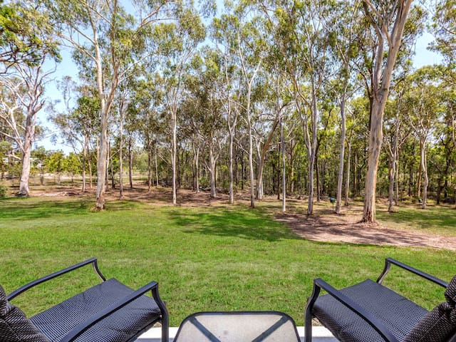 A tranquil gumtree retreat in modern guest house