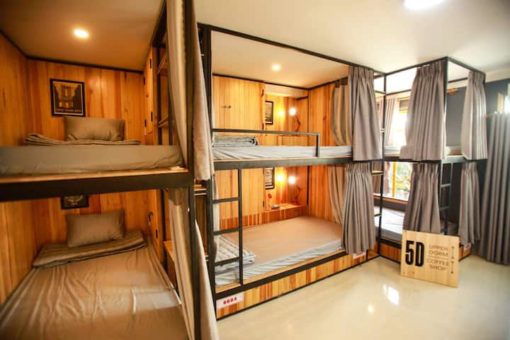 A PRIVATE bunkbed Room + breakfast @in the CENTER