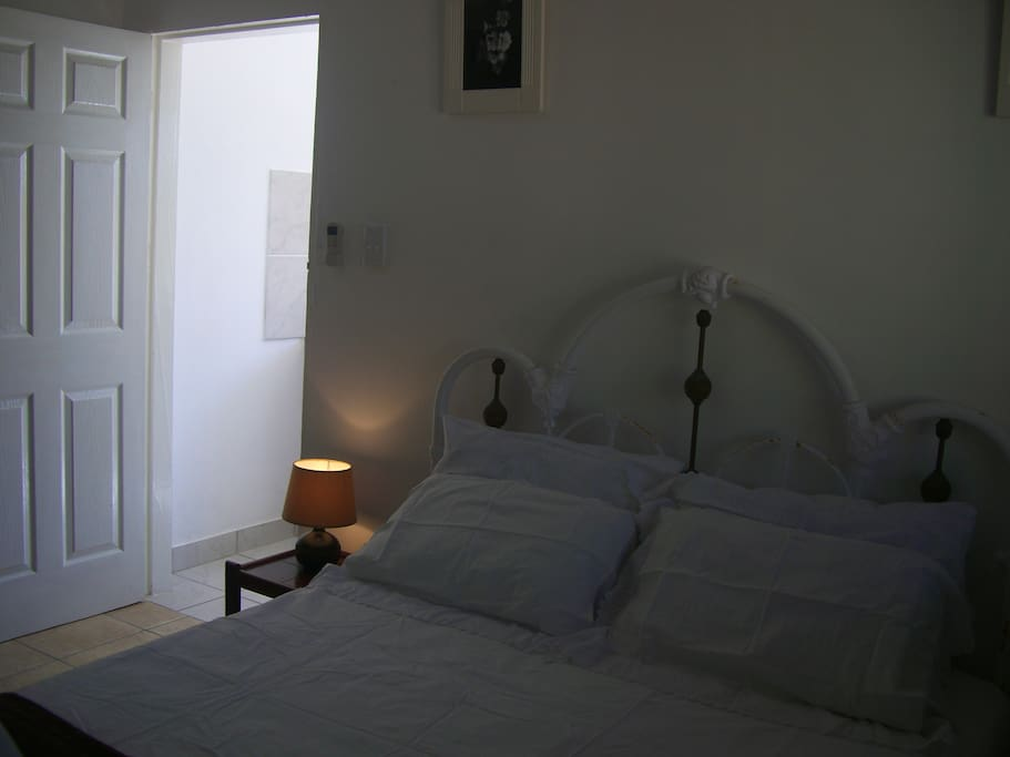 The main bedroom from another angle (with the cupboard on your left)...