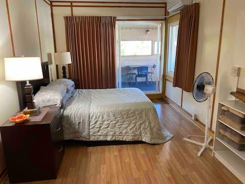 Mike's House- Holomakani Room