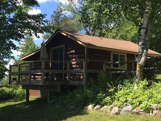 Original North Woods Log Cabin Sleeps 6