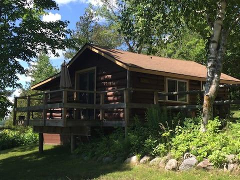Original North Woods Log Cabin Sleeps 6