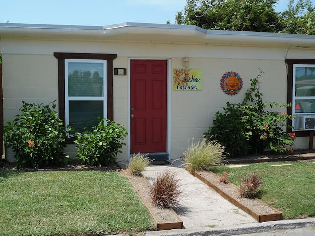 Sunshine Cottage in Spanish Village - Port Aransas - Cabane