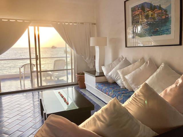 Una estancia placentera con maravillosa puesta de sol y disfrutando la brisa del mar y playa