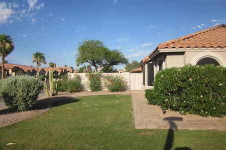 Warm and Cozy in Phoenix - Ahwatukee - Феникс - Дом