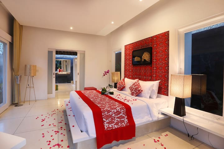 A stylish intimate private villa for Romance – perfect for travelers seeking intimate and lovable moments to bond with their loved ones