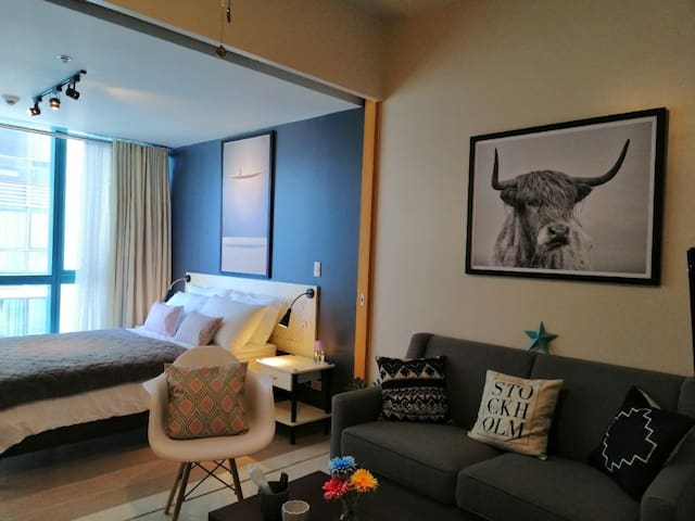 Deluxe Apartment in Uptown BGC by Central Flats
