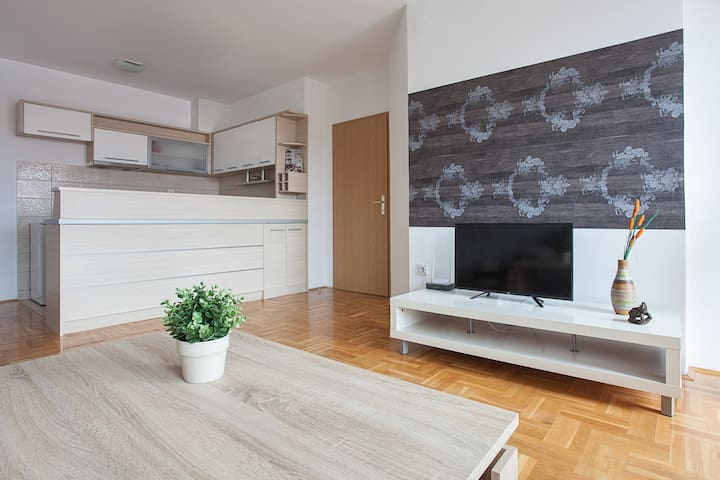 SkopjeLUX Apartments - 2 Bedrooms Central location - Skopje, Skopje, MK