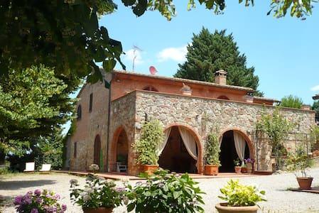 Panoramic farmvilla in Tuscany (9p) - Chiusi