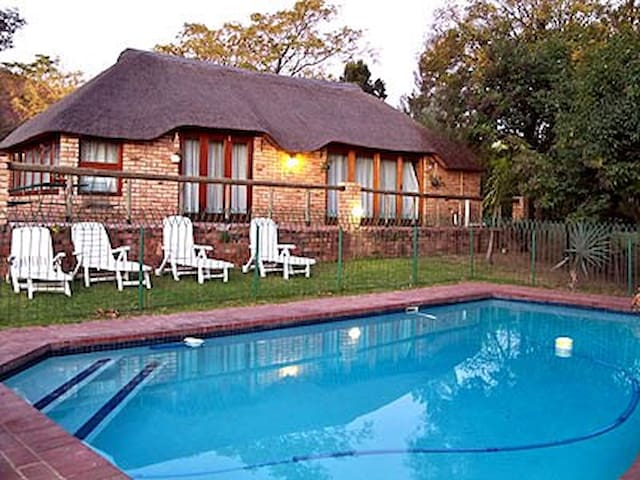 Four Seasons Self-Catering Chalets - Johannesburg - Chalet