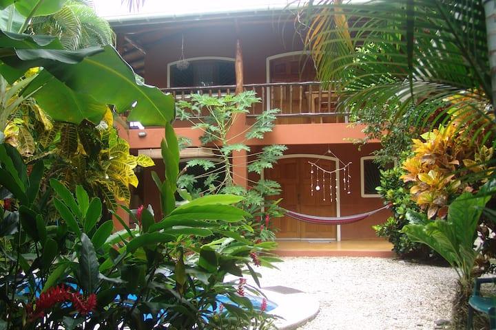 Casa Bambula~Jungle oasis in the heart of Samara
