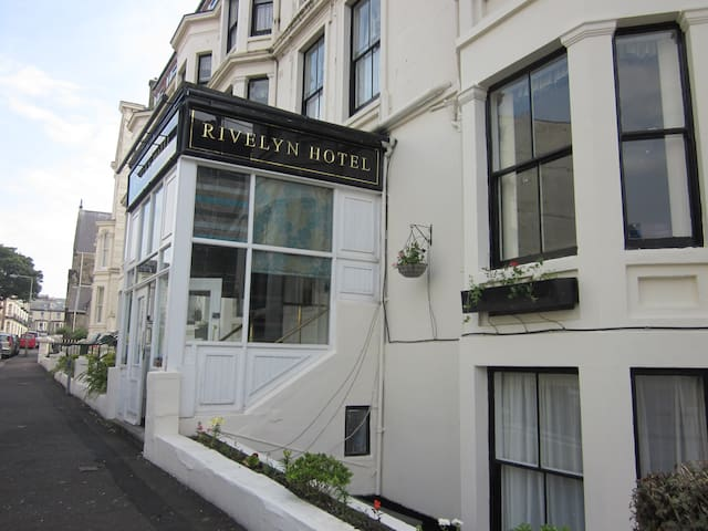 The Rivelyn Hotel