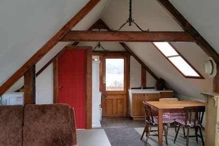 Timber frame studio loft - Deep Bay - Loteng