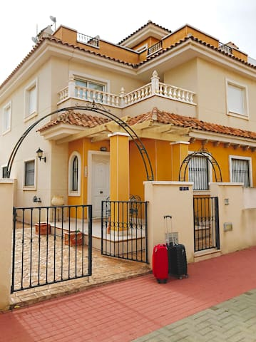 2 Bedroom Villa with Roof Terrace & Pool -Sleeps 6 - Pilar de la Horadada - Villa