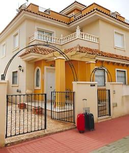 2 Bedroom Villa with Roof Terrace & Pool -Sleeps 6 - Pilar de la Horadada - Willa