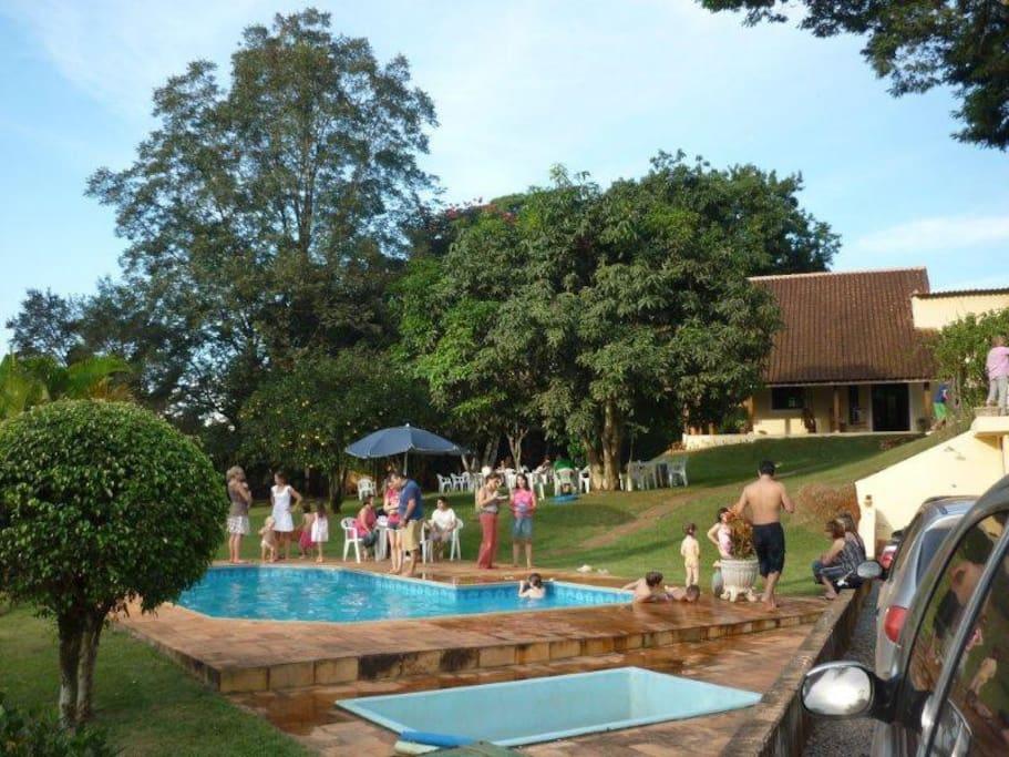 der Garten mit Pool, Vorderansicht