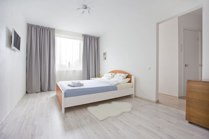 COSY WHITE APARTMENT in green area - Sankt-Peterburg - Apartment