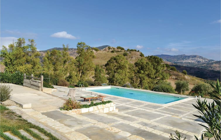 Holiday apartment with 1 room on 40 m² in Roccapalumba -PA-