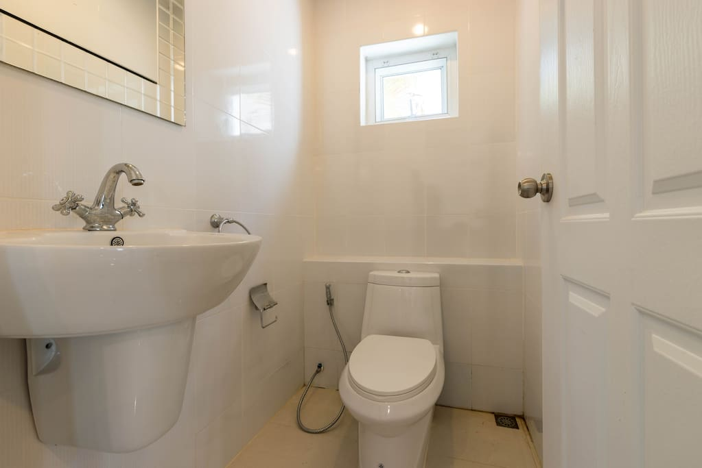 Bedrooms are en-suite with 1 guest toilet by kitchen.