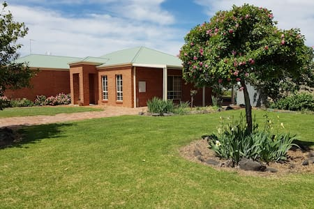 Murtoa Farm-View Guest House