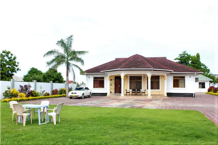 Private Villa for Family Vacation - Entire House