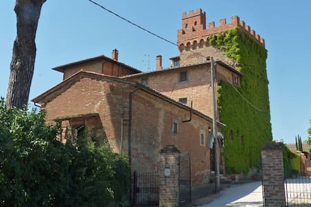 I Palazzi Arte B&B: suite room in a tower - Montepulciano - Szoba reggelivel