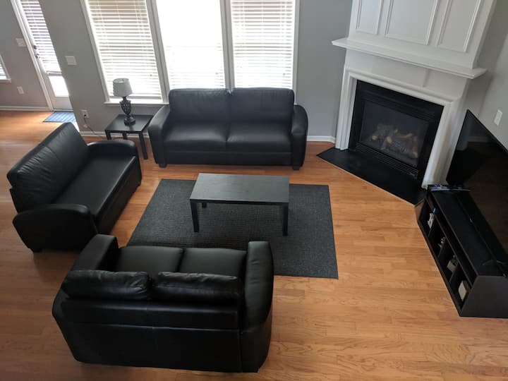 Clean -Close to Airport/Downtown