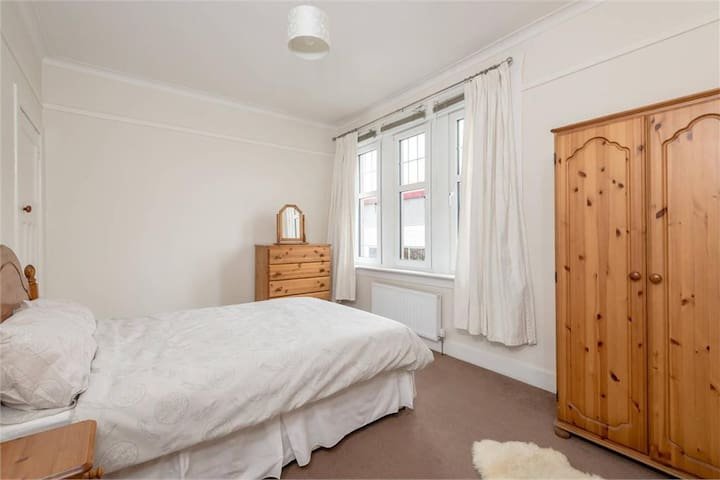 Room to Rent walking distance to city centre
