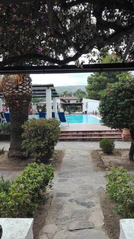 Villetta  in residence vista piscina e vista mare!