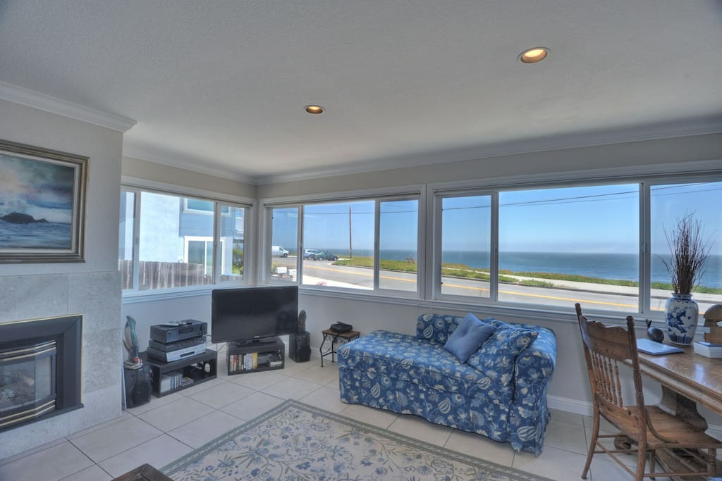 family room overlooking ocean