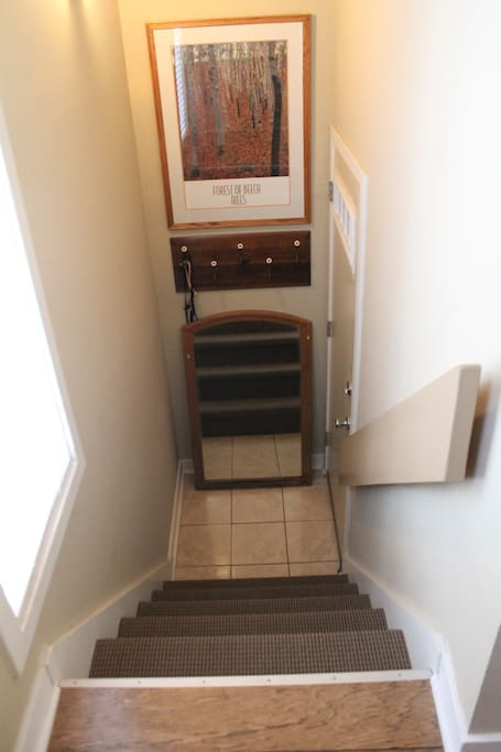 Front hallway--NOT wheelchair accessible.