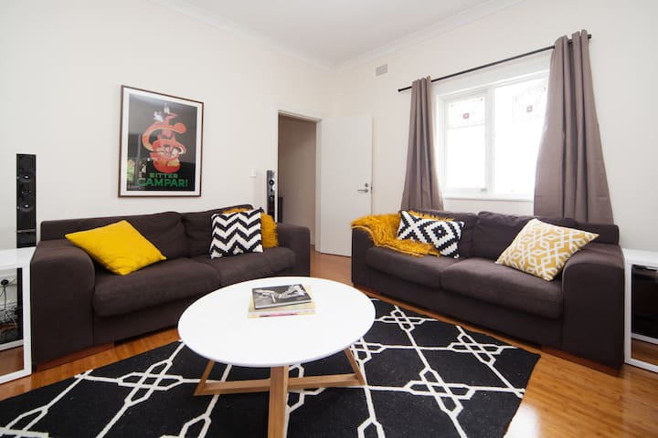 Private Bed/Lounge/Bath in apartment near Bondi