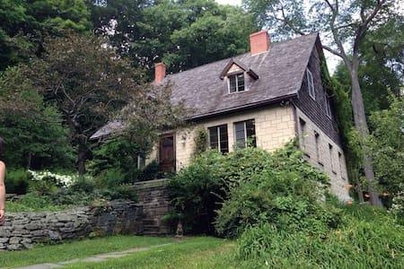 Fairytale Catskills Cottage - Jeffersonville - Ev