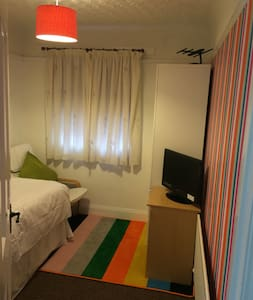 single room, own bathroom - Bournemouth - Bed & Breakfast