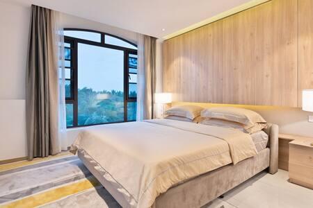 06海棠福湾50米微距亲海北欧风格套房.两卧100平单露台观海
